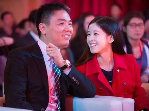 科技早报:刘强东公开提初恋 奶茶尴尬了