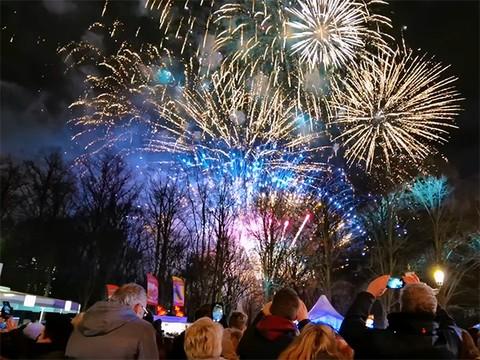 跨越时区,共迎新年!