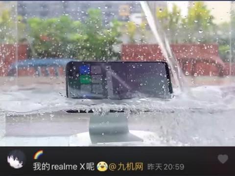 粉丝们想看的防水视频来啦!听说三星华为苹果都防水,Realme请求一战