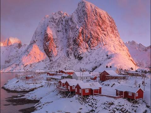 芬兰极光划过天气 宛如童话世界
